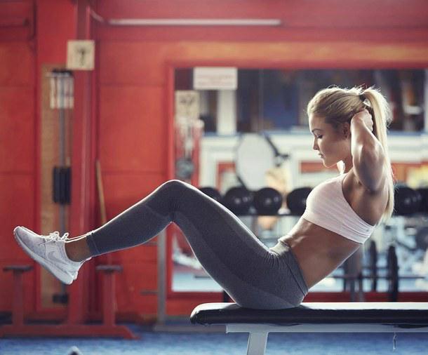5 abdominales básicos de una corredora