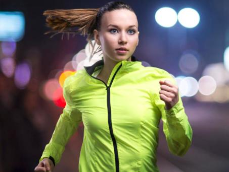 5 tips para que tu base de maquillaje no escurra mientras corres