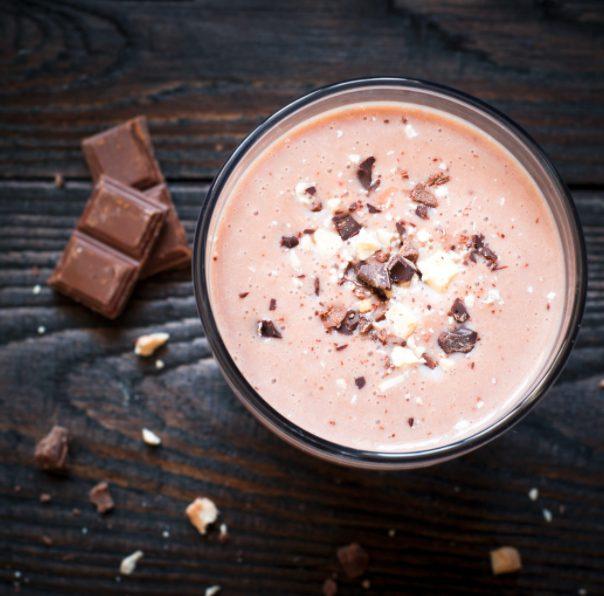 Licuado de cocoa con avellanas para darle potencia a tus músculos